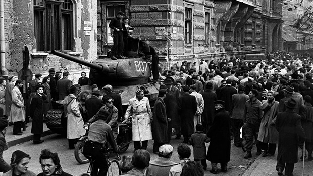 23-10-1956-hungarian-protest-turns-violent