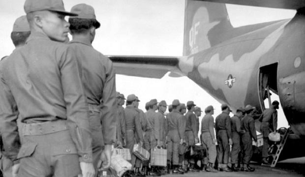 Thai_Soldiers_Board_C-130