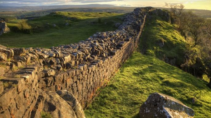 Bức tường Hadrian là gì?